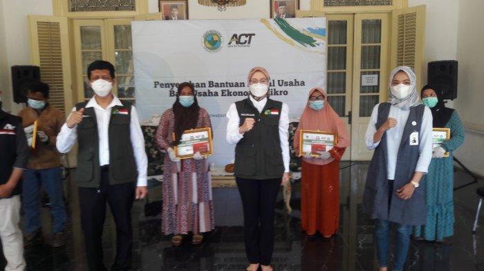 Terdampak Pandemi Covid-19, 20 Pelaku UMKM di Purwakarta Dapat Bantuan Modal Usaha