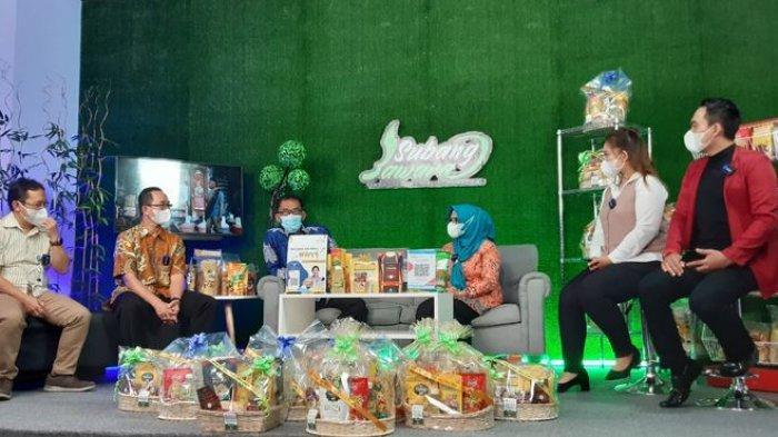 Ngabuburit, Bupati Subang Ruhimat Bantu Jual Produk UMKM Secara Online di YouTube
