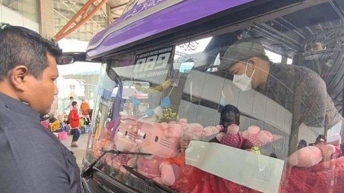 Hari Pertama Larangan Mudik, Bus Berstiker Khusus Langsung Penuh