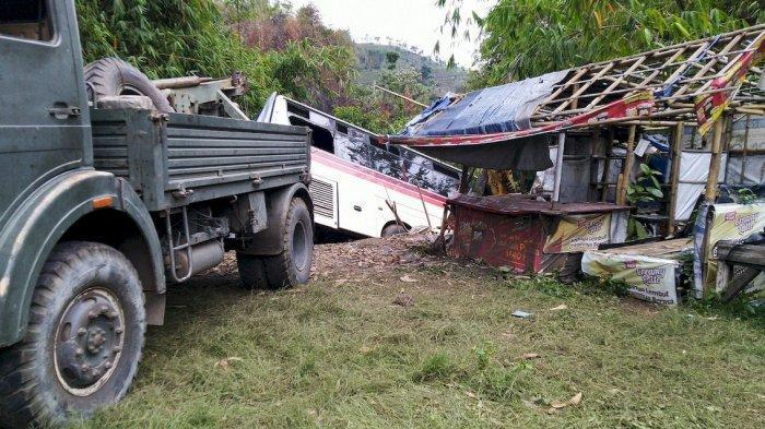 SUBHANALLOH, Bus Primajasa Nyaris Masuk Jurang, Tertahan Batu dan Rumpun Bambu, Ini Kondisinya!