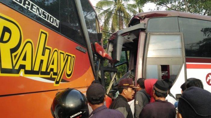 KRONOLOGI 2 Bus Tabrakan di Pintu Rel Kereta Api Tasikmalaya, Berawal Satu Bus Kehilangan Kendali