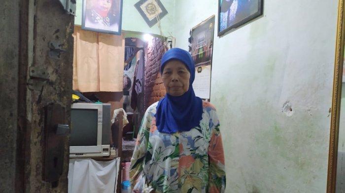 Cacih, ibunda dari Ade Londok saat ditemui di kediamannya di Jalan Cipaera, Gang Murtamad RT 02 RW 02 Kelurahan Malabar, Kecamatan Lengkong, Kota Bandung, Kamis (5/11/2020).