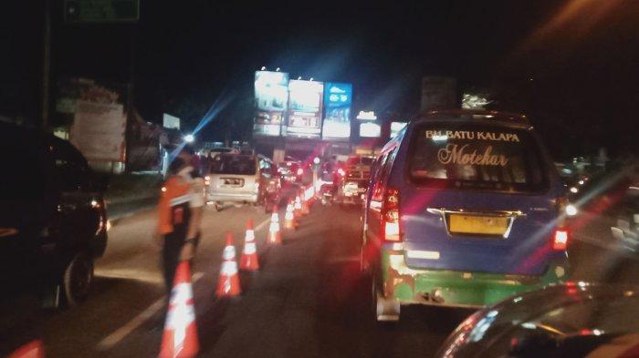 Malam Ini Banyak Kendaraan dari Arah Kabupaten Masuk Kota Bandung, Jalan Buahbatu Di-Water Barrier