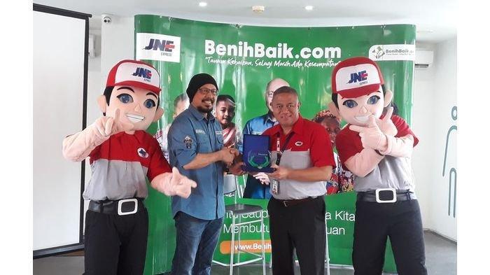 JNE dan BenihBaik.com Kerja Sama Salurkan Donasi