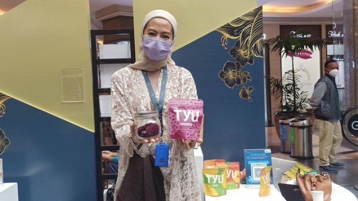 CEO produk Tyu, Zara El Maulida, saat mengikuti Gerakan Nasional Bangga Buatan Indonesia dan Bangga Berwisata di Indonesia (Gernas BBI dan BWI) periode April 2021 di Trans Studio Mall, Jalan Gatot Subroto No 289, Sabtu (3/4/2021).