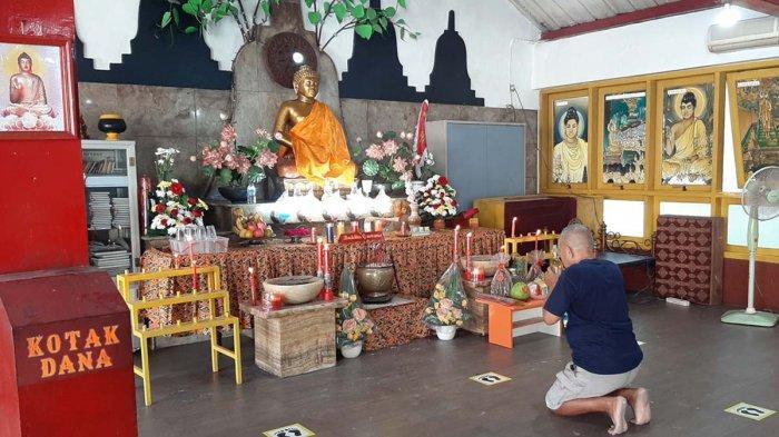 Puja Bhakti Hari Raya Waisak di Vihara Dewi Welas Asih Kota Cirebon Digelar Terbatas