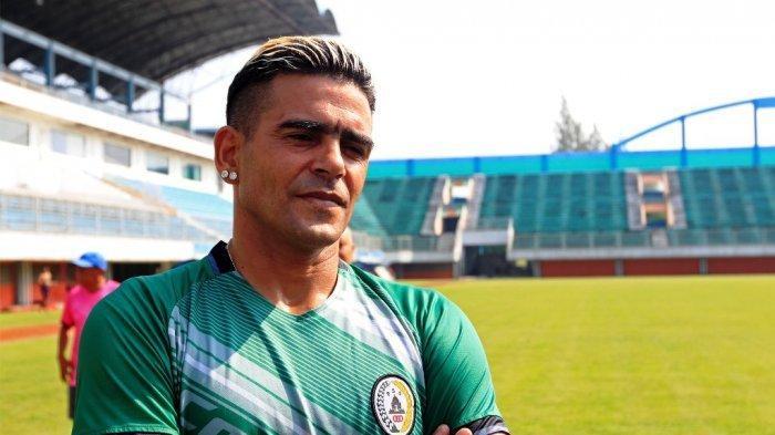 Sudah 44 Tahun, Mantan Striker Persib Bandung Ini Resmi Gabung RANS Cilegon FC, Ini Targetnya