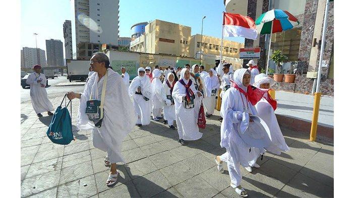Suhu Makkah Capai 48 Derajat Celcius, Jemaah Haji Justru Makin Ramai Salat Jumat di Masjidil Haram
