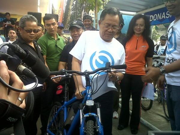Wali Kota Dada Rosada Resmikan Selter Sepeda
