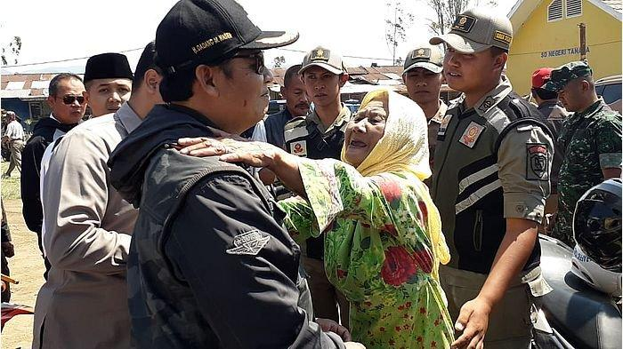Ratusan Warga Mengungsi Akibat Sapuan Angin Kencang Pangalengan, Bupati Salurkan Bantuan