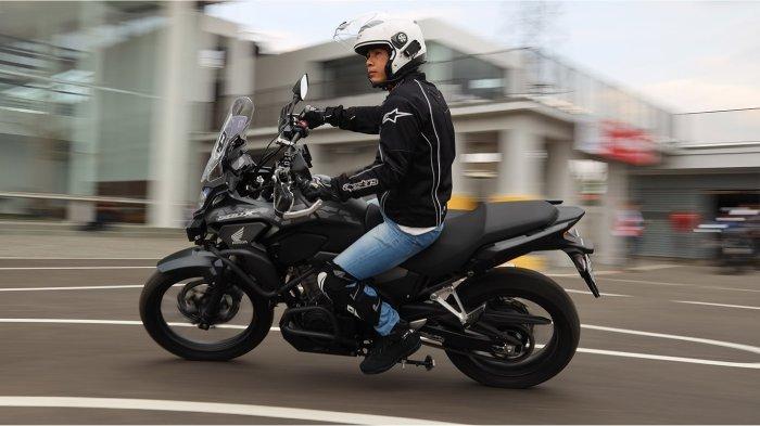Berkendara Aman dan Nyaman harus selalu menggunakan riding gear yang lengkap. (Foto diambil sebelum Pandemi)