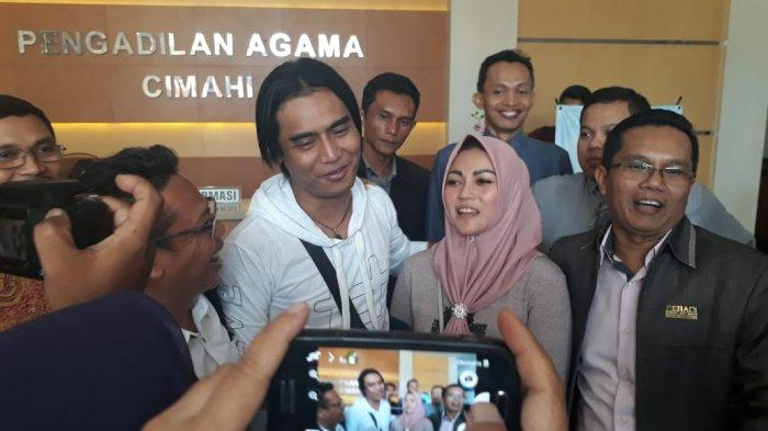Charly van Houten dan Bupati Cirebon Divaksin Covid-19 Tadi Malam, Imron Harus Tunggu 3 Bulan