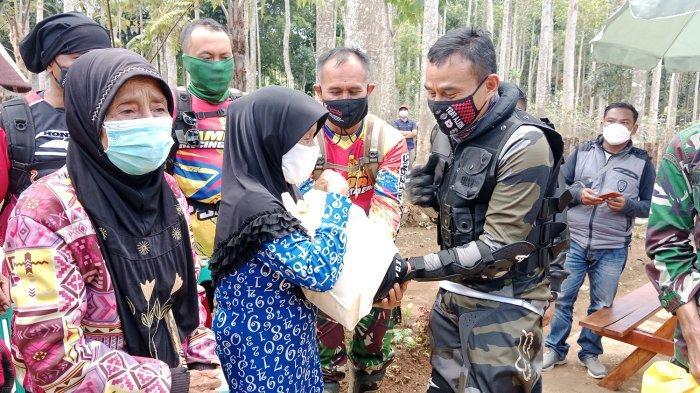 Dandim Sumedang Jatuh dari Motor Dua Kali, Jelajahi Bukit & Hutan untuk Salurkan Bantuan ke Pelosok