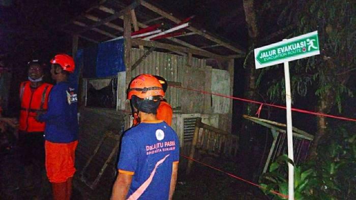 Akibat Hujan Deras, Dapur Rumah Warga di Kota Sukabumi Ambruk