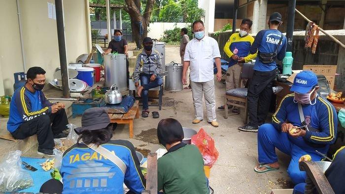 Dapur Umum DSPPPA Kota Cirebon Siapkan 2.000 Paket Makanan Sehari Dibagikan untuk Lima Kecamatan