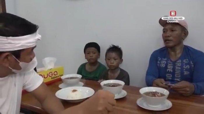 Dedi Mulyadi Bantu Keluarga Manusia Silver Sampai Tuntas, dari Mengemis hingga Kerja di Peternakan b