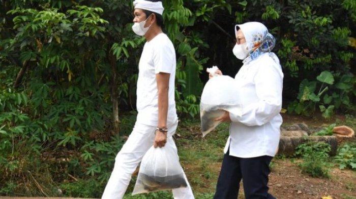 Dedi Mulyadi dan Pejabat KKP Bagikan Ikan Hidup ke Warga di Purwakarta, Ajak Warga Konsumsi Ikan