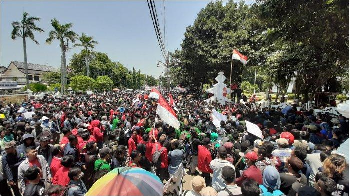 Ratusan Mahasiswa Geruduk Balai Kota dan Gedung DPRD Kota Cirebon