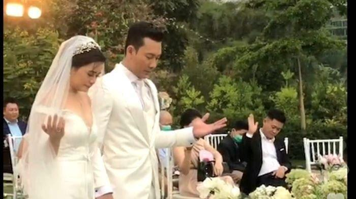 Foto pernikahan Denny Sumargo dan Olivia Allan.