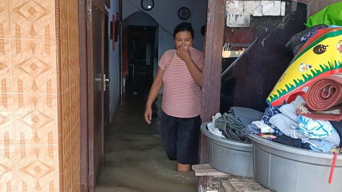 Jelang Sore, Banjir Kiriman Sungai Cimanuk Rendam Permukiman Warga di Indramayu, Padahal Tak Hujan