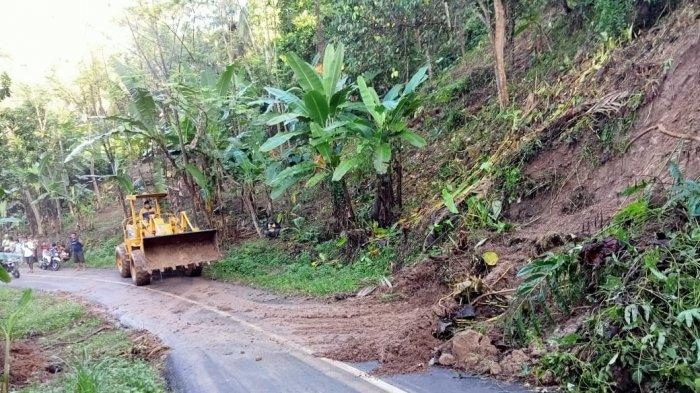 Diguyur Hujan Lebat, Cidolog Ciamis Dikepung Longsor dan Banjir Luapan Sungai Ciseel