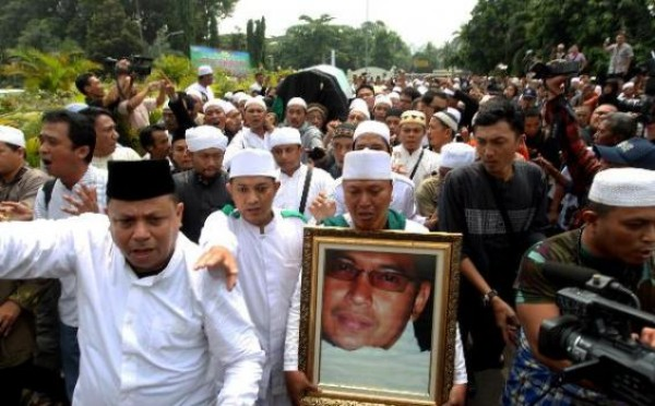 Jenazah Uje tiba di Masjid Istiqlal, Jumat (26/4) siang.