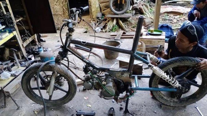 Di Kuningan Lagi Hits Custom Sepeda Motor Meniru Konsep Sepeda Bmx Begini Proses Pembuatannya Tribun Jabar