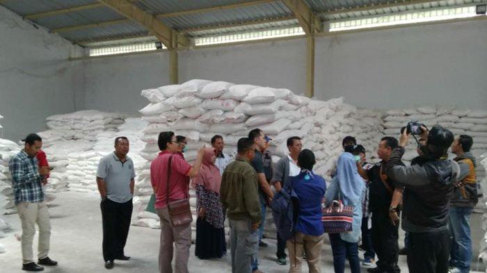Di Tengah Kelangkaan Gula Pasir, Ditemukan 160 Ton Gula Pasir Menumpuk di Gudang Distributor