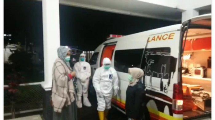 Istri Bupati Garut Positif Covid-19, Dijemput Ambulans dari Kediaman