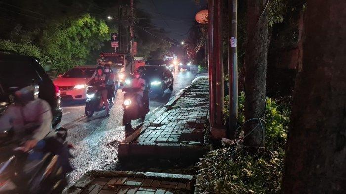 Suasana trotoar tempat Dinar Candy berdiri di Jalan Raya Lebak Bulus, Cilandak pada Rabu (4/8/2021).