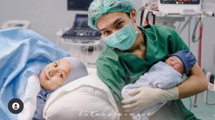 Dinda Hauw Bahagia Jadi Ibu, Kenalkan Anak yang Dilahirkannya, Intip Potret Lucu Baby Arshakalif