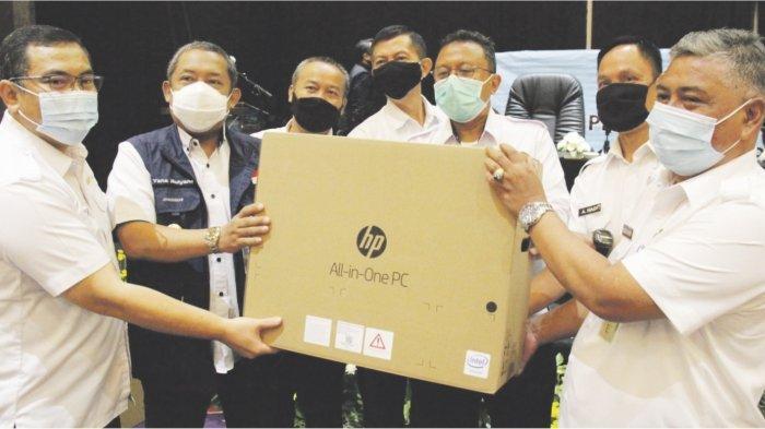 SERAH TERIMA PC - Penyerahan 151 komputer untuk puskesos di seluruh Kota Bandung oleh Pak Wakil Walikota Bandung.