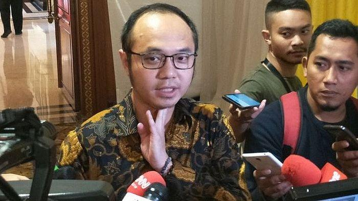 Juliari Batubara Masuk Menteri Terbaik di Survei Charta Politika, Warganet Serbu Akun Yunarto Wijaya