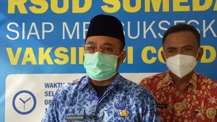Direktur RSUD Sumedang, Aceng Solehudin saat memberikan keterangan korban kecelakaan yang meninggal dunia.