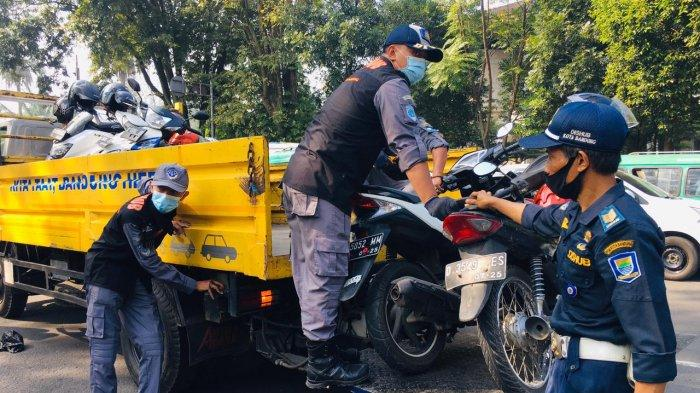 Masih Temukan Kendaraan yang Parkir Liar, Dishub Kota Bandung Angkut Sejumlah Kendaraan Roda Dua