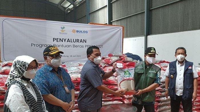 Bandung Dapat ''Keistimewaan'' Pembagian Beras Bantuan Pemprov Jabar Imbas PPKM, 10 Kilo Per KK