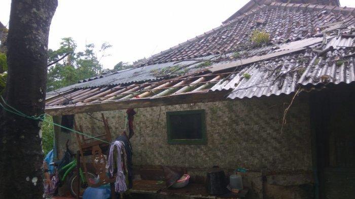 Sepuluh Rumah Warga di Panjalu Ciamis Rusak Diterjang Angin Kencang, Asbes dan Genteng Berjatuhan