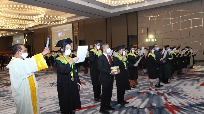 93 Dokter Muda Lulusan Unjani Disumpah, Hikmahanto Juwana Minta Mereka Terus Belajar Sepanjang hayat