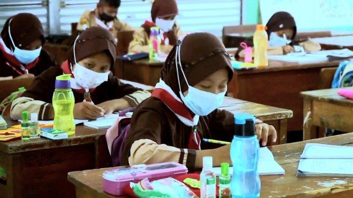 Inovasi PTM Terbatas di Purwakarta, Para Siswa dan Guru Wajib Membawa Dompet Sehat, Apa Itu?