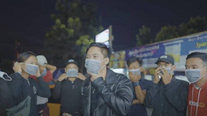 Aksi Lain Doni Salmanan, Ajak Tukang Parkir Borong Belanjaan di Minimarket, Beri Hadiah Menggiurkan