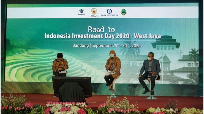 Kepala Dinas Penanaman Modal dan Pelayanan Terpadu Satu Pintu (DPMPTSP) Jabar Noneng Komara Nengsih dalam acara Road to Indonesia Investment Day di Hotel Savoy Homann, Kota Bandung, Selasa (29/9/2020).