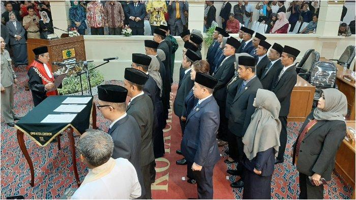 35 Anggota DPRD Kota Cirebon Terpilih Hasil Pemilu 2019 Ucapkan Sumpah Jabatan