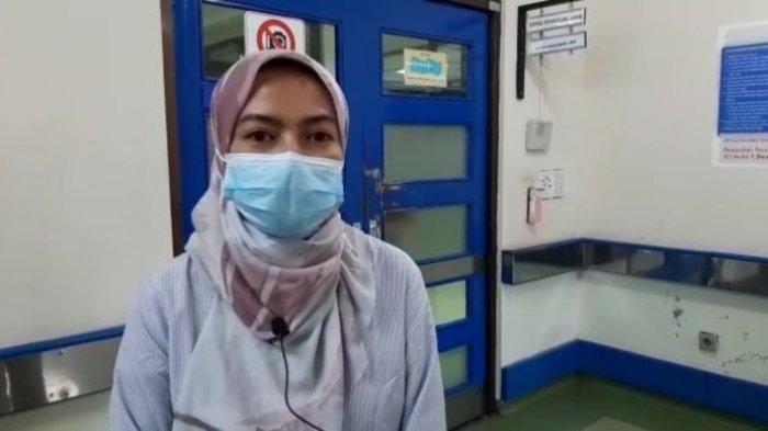 Dokter penanggung jawab pasien Indah Daniarti, Almahitta Cintami Putri, dr. Sp.BP-RE(K), saat menjelaskan kondisi Indah melalui rekaman tayangan video kepada wartawan, Senin (3/5/2021)