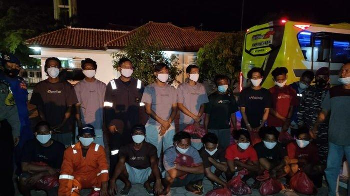 Selamat dari Kebakaran Kapal di Perairan Jawa, 12 ABK Disambut Keluarga di Indramayu