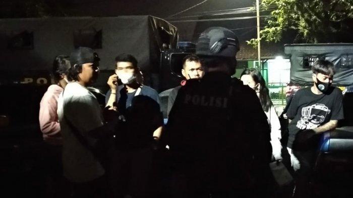 Berawal Dari Remaja Mabuk di Jalan, Polisi Grebek Tempat Penyimpanan Miras di Pemakaman Umum