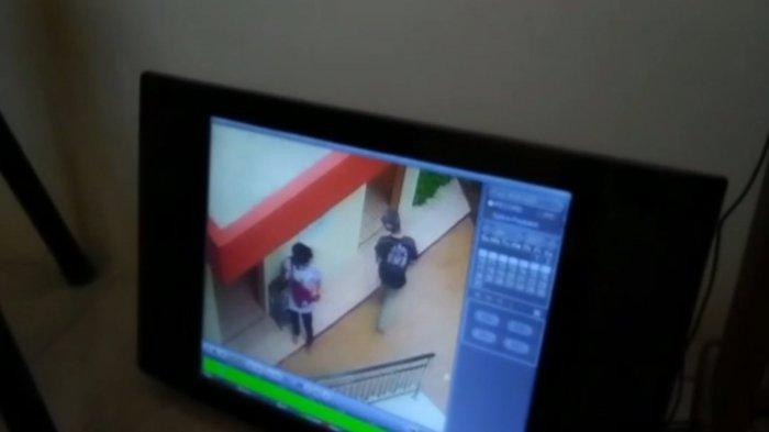 Dua Remaja Curi Uang Kotak Amal Masjid di Jalan Raya Tasik-Garut Siang Bolong, Aksinya Terekam CCTV