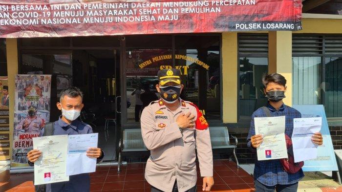 Dua Pemuda di Indramayu ini Bikin SKCK Gratis, Inisiatif Bawa Kartu Vaksinasi Covid-19