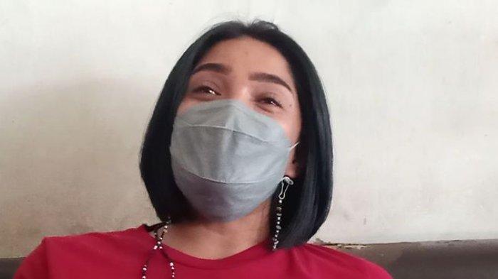 Dwi Retno Wulandari, istri Aiptu Beni Hendrik Hernawan, polisi yang kehilangan kaki.