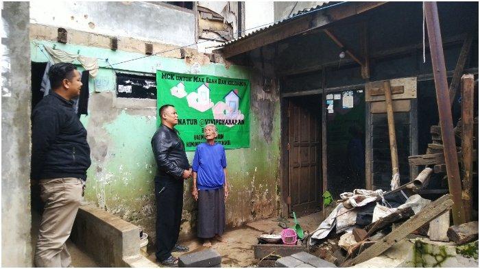 Nenek di Dayeuhkolot Tinggal di Rumah Tak Layak Huni dan Asuh Cucu yang Berkebutuhan Khusus