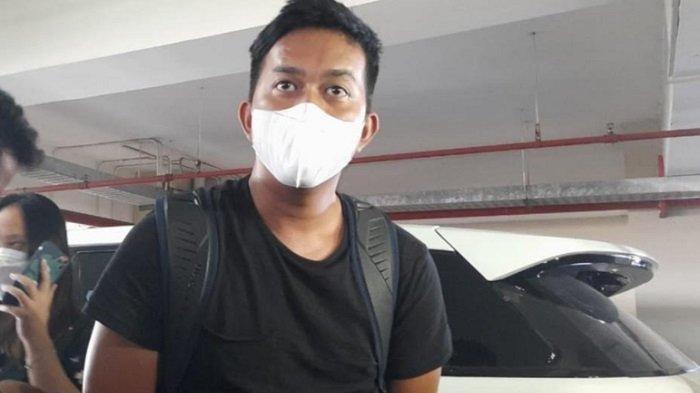 Ega Prayudi, anak sulung Tukul Arwana, saat ditemui di Rumah Sakit Pusat Otak Nasional, Cawang, Jakarta Timur, Kamis (23/9/2021). (Tribunnews.com/ Alivio)